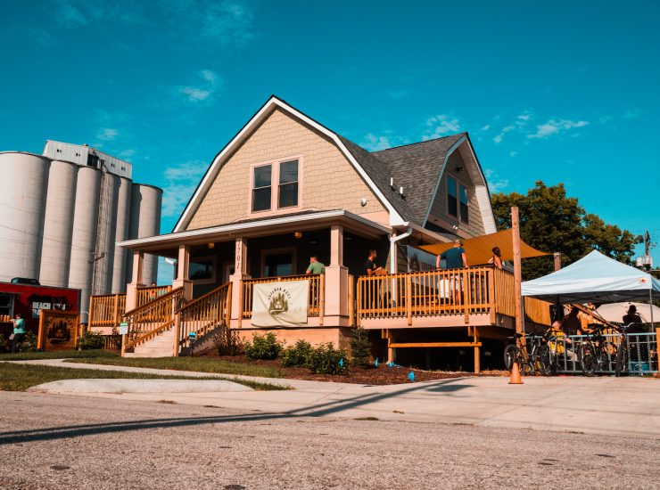 Guggman Haus Brewery's log cabin gives rustic feeling.